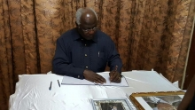 President Koroma signs Vincent Kanu book of condolence