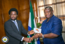 Sierra Leone: ACC presents money recovered to President Bio